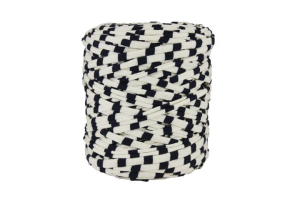 Trapilho XL rayé bleu marine et blanc cassé - Bobine, pelote de t-shirt yarn, Hoocked, zpagetti, trapillo. Fil de tissu recyclé pour crochet