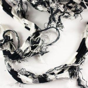 Trapilho au mètre blanc et noir - Bobine, pelote de t-shirt yarn, Hooked, zpagetti, trapillo. Fil de tissu recyclé pour crochet , bijoux, couture , décoration