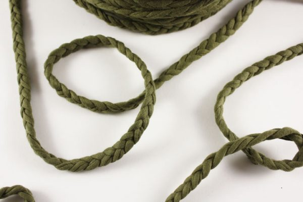 Trapilho au mètre tressé vert kaki - Bobine, pelote de t-shirt yarn, Hooked, zpagetti, trapillo. Fil de tissu recyclé pour crochet , bijoux, couture , décoration