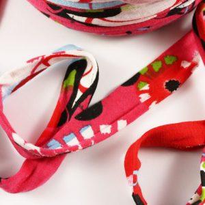 Trapilho au mètre rouge - Bobine, pelote de t-shirt yarn, Hooked, zpagetti, trapillo. Fil de tissu recyclé pour crochet , bijoux, couture , décoration
